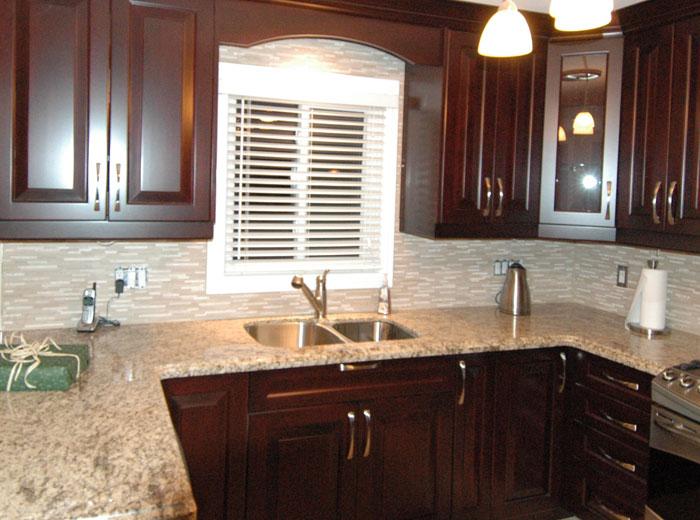 Custom kitchen cabinets kitchen remodels mississauga for Royal mahogany kitchen designs